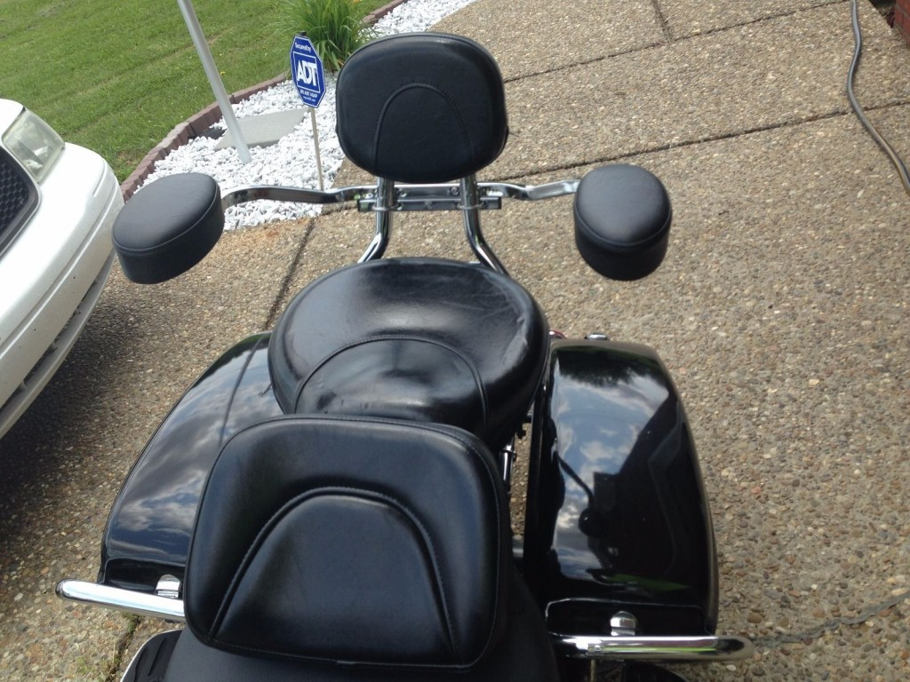 yamaha v star fairing radio with 1997 Yamaha Royal Star Tour Deluxe on Tm 1300 Deluxe besides 1999 Yamaha V Star 1999 Yamaha Vstar W Batwing 302411030128 also Nieuwigheden besides Fairing Quick Detach And Lockable additionally 2013 Yamaha V Star 1300 Deluxe 139979.